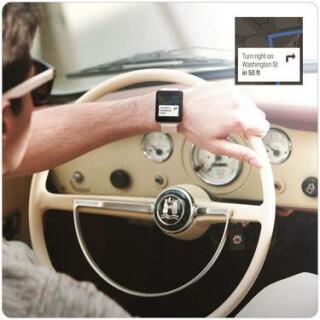 Über die Verbindung zum Smartphone sollen sich auch Infos, wie etwa Navi-Anweisungen, anzeigen lassen.