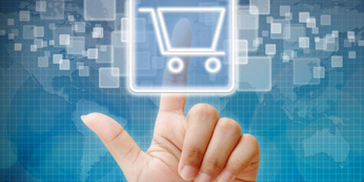 Finger zeigt auf digitalen Warenkorb