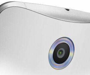 Die Kamera auf der Rückseite des Google Nexus 6 löst mit 13 Megapixel auf und verfügt über eine optische Bildstabilisierung sowie über einen doppelten LED-Ringblitz. 4K-Videos nimmt das neue Nexus mit 30 Bilder pro Sekunde auf.