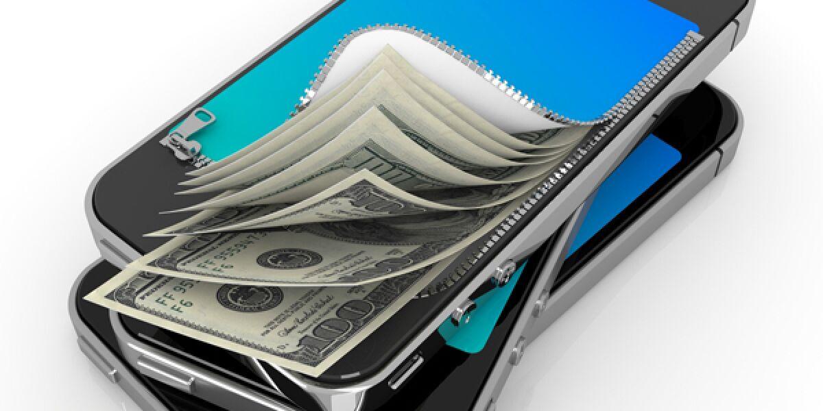 Geldscheine, die aus einem Smartphone kommen