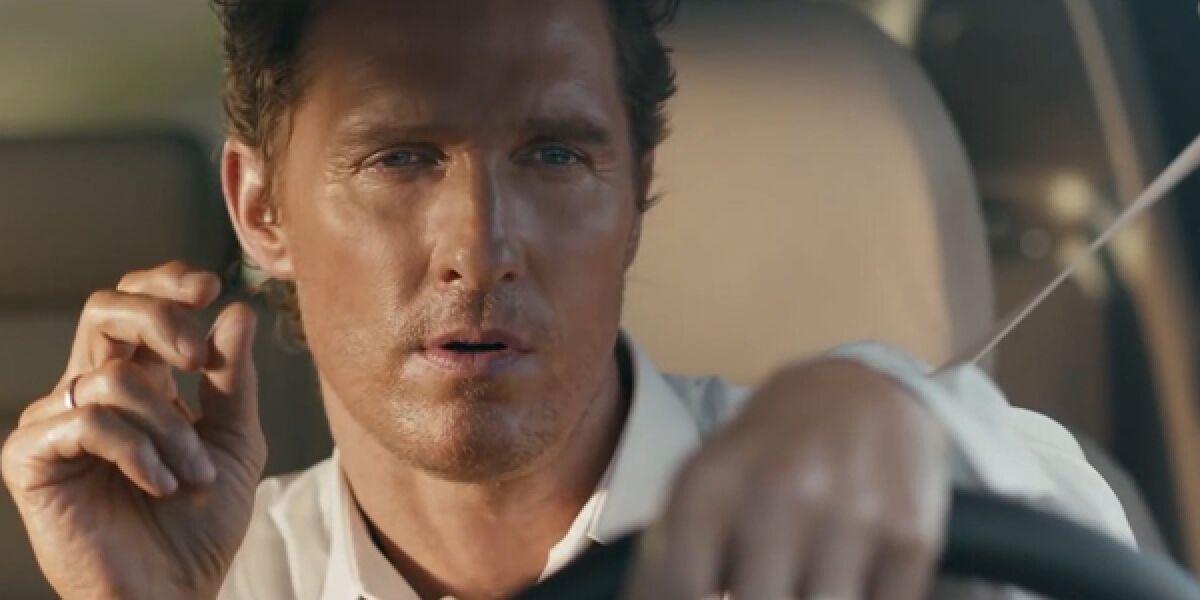 Matthew McConaughey sitzt im Lincoln