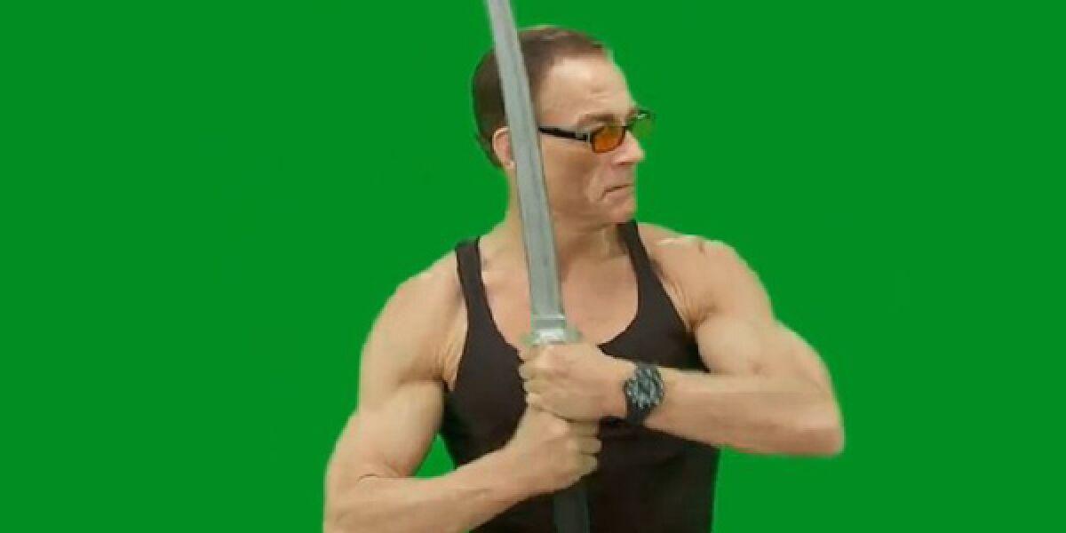 Jean Claude van Damme mit Schwert
