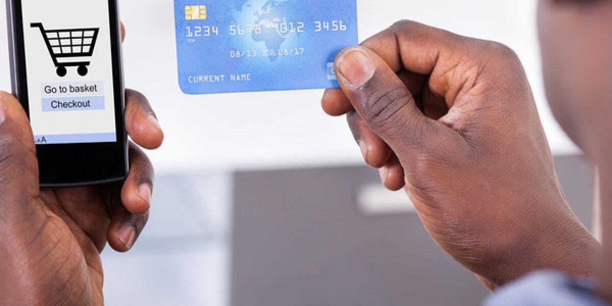Auf Smartphone mit Kreditkarte bezahlen