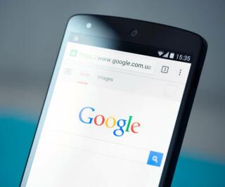 Smartphone mit Google-Website