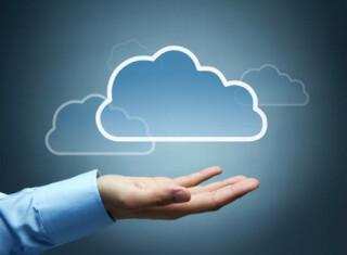Cloud schwebt über Hand