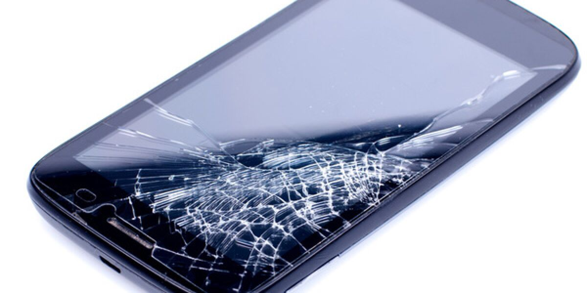 Smartphone mit zerbrochenem Display