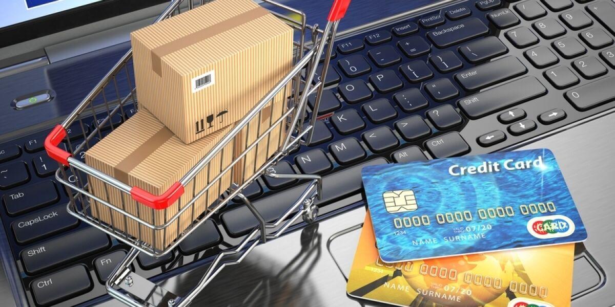Online-Handel Einkaufswagen Kreditkarten Kartons
