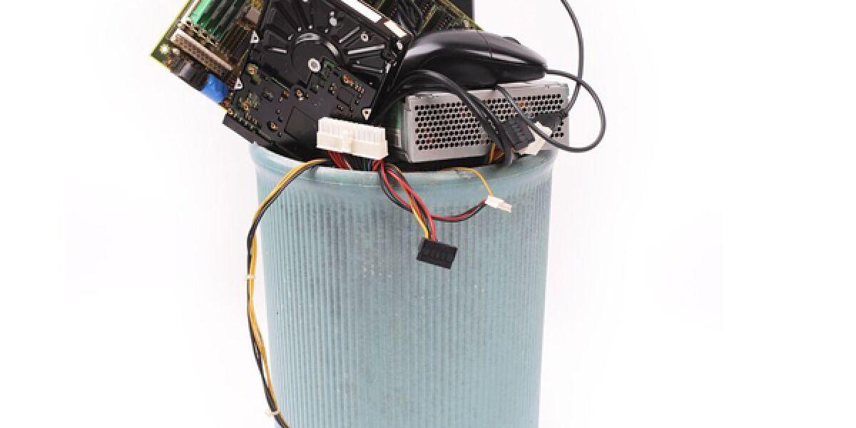 Elektroschrott im Mülleimer