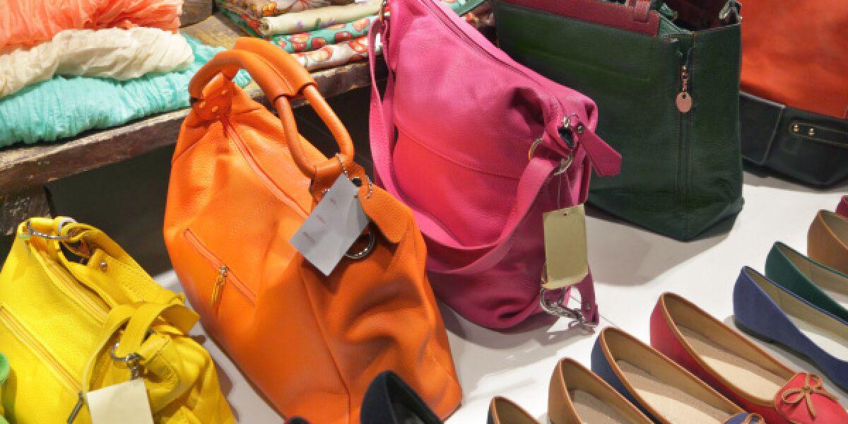 Handtaschen, Schuhe und Klamotten