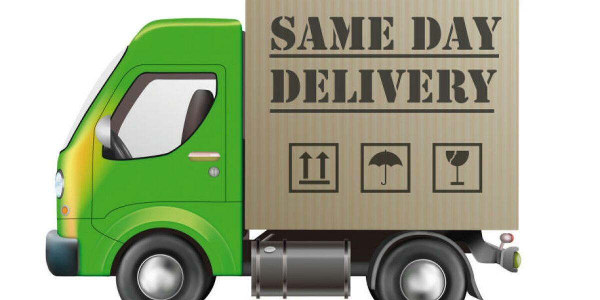 """Grüner Lastwagen mit """"Same Day Delivery""""-Aufschrift"""