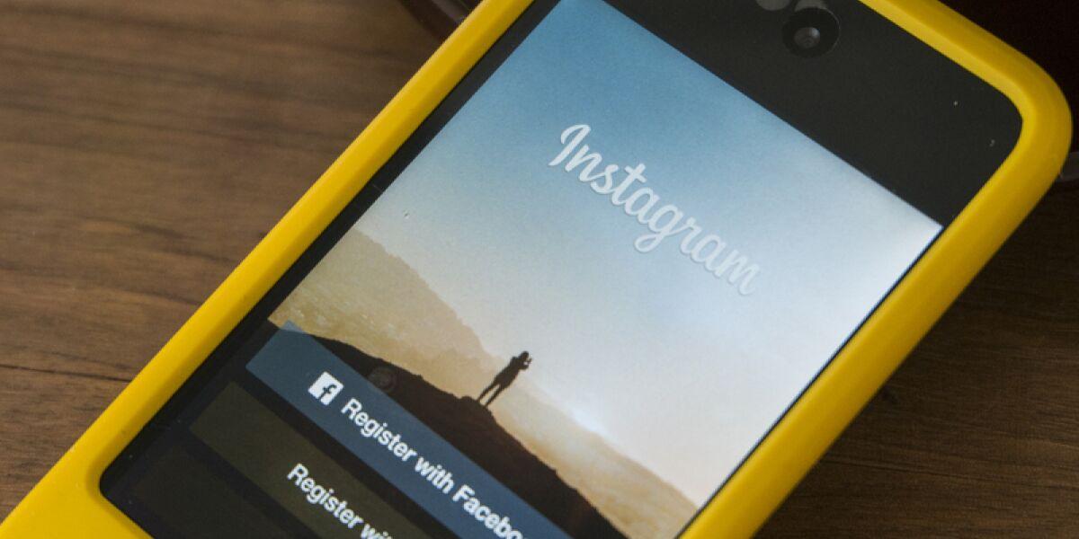 Smartphone mit Instagram App