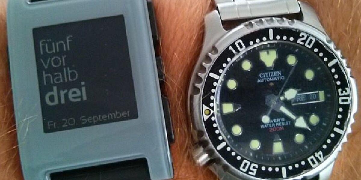 Pebble Watch und Automatik-Uhr