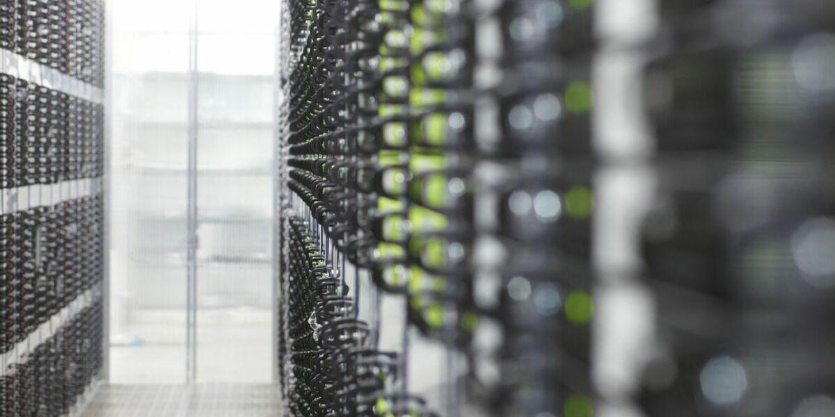 Viele Server in einem Rechenzentrum