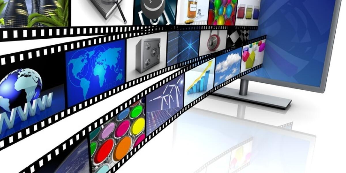 Filmstreifen laufen in einen Fernseher