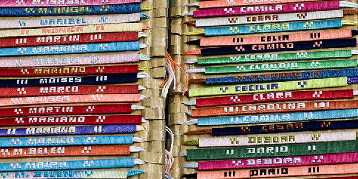 Armbänder mit verschiedenen Namen