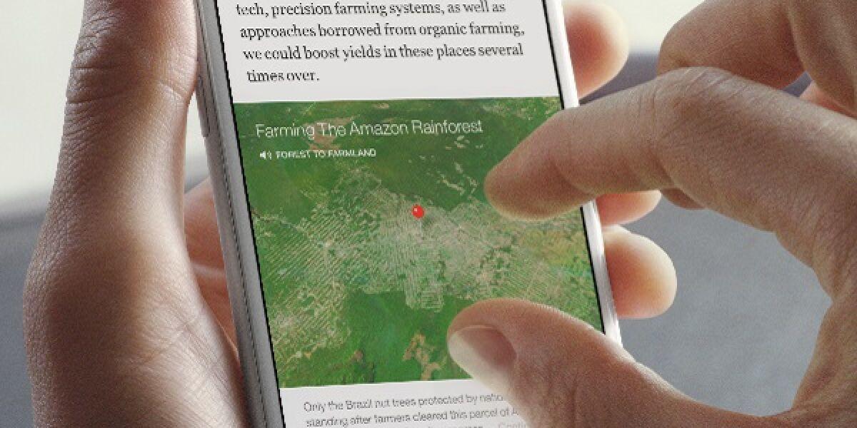 Hand tippt auf Smartphone