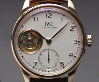 Das Ziffernblatt einer Armbanduhr