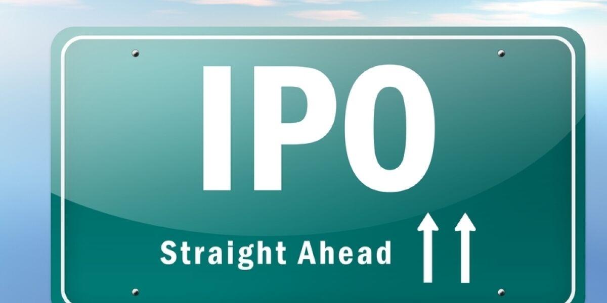 Verkehrsschild mit IPO Straight Ahead