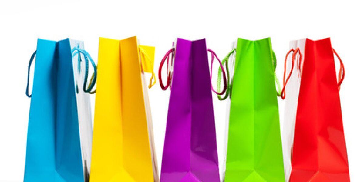 Fünf farbige Geschenktüten