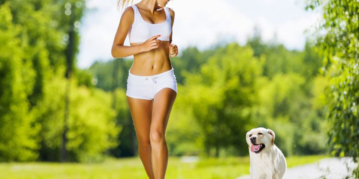 Joggerin mit Hund