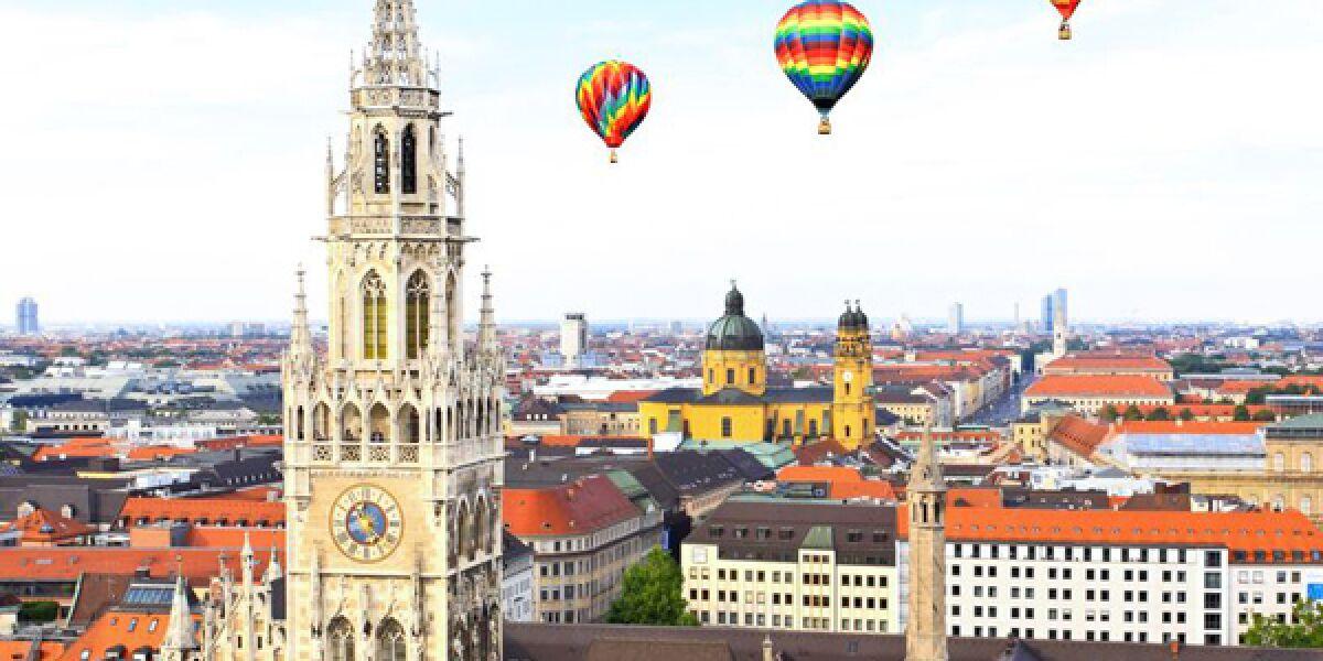 Münchner Rathaus und Ballons