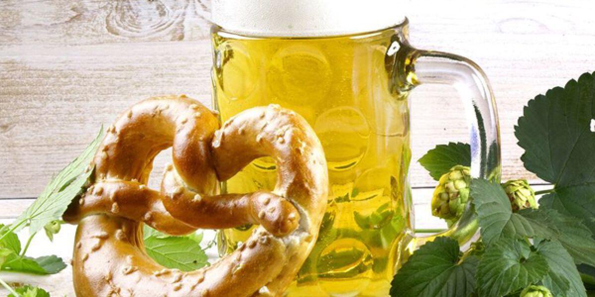 Maß Bier mit Breze