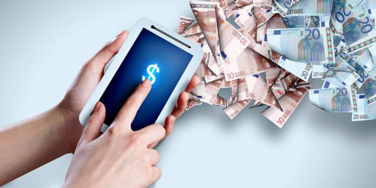 Handy mit Smartphone und Geld