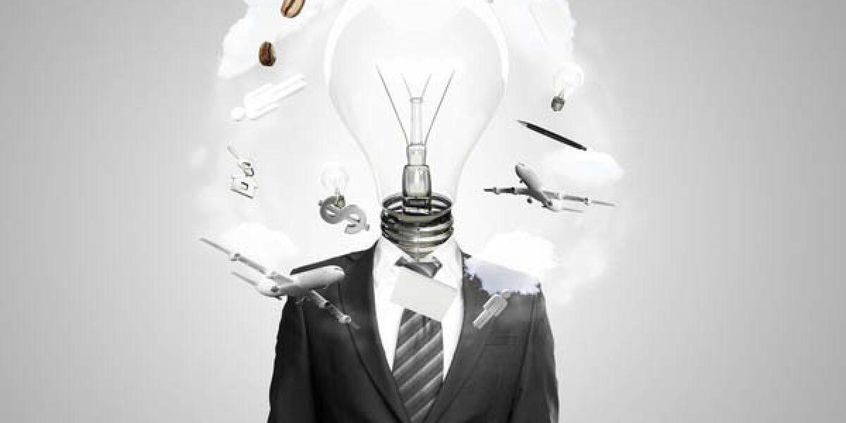 Mann im Anzug mit einer Glühbirne als Kopf