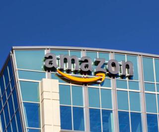 Amazon Logo an einem Gebäude in Santa Clara