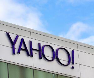 Yahoo Logo auf einem Gebäude