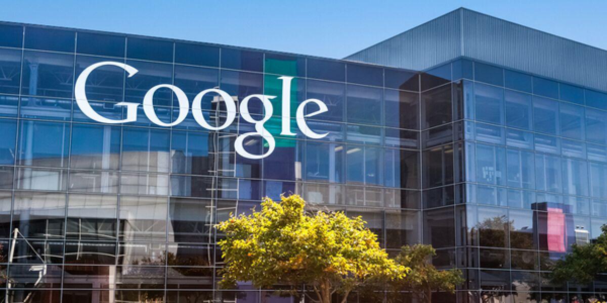 Google Firmengebäude mit Google Schriftzug an der Wand
