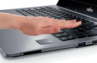 Handvenenerkennung: Das Lifebook U904 enthält optional den Scanner PalmSecure.