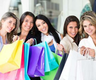 Freundinnen beim Shopping