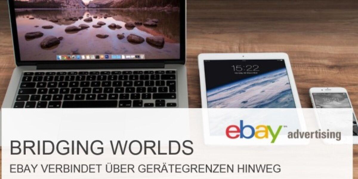 Laptop, Tablet und Smartphone liegen auf einem Tisch