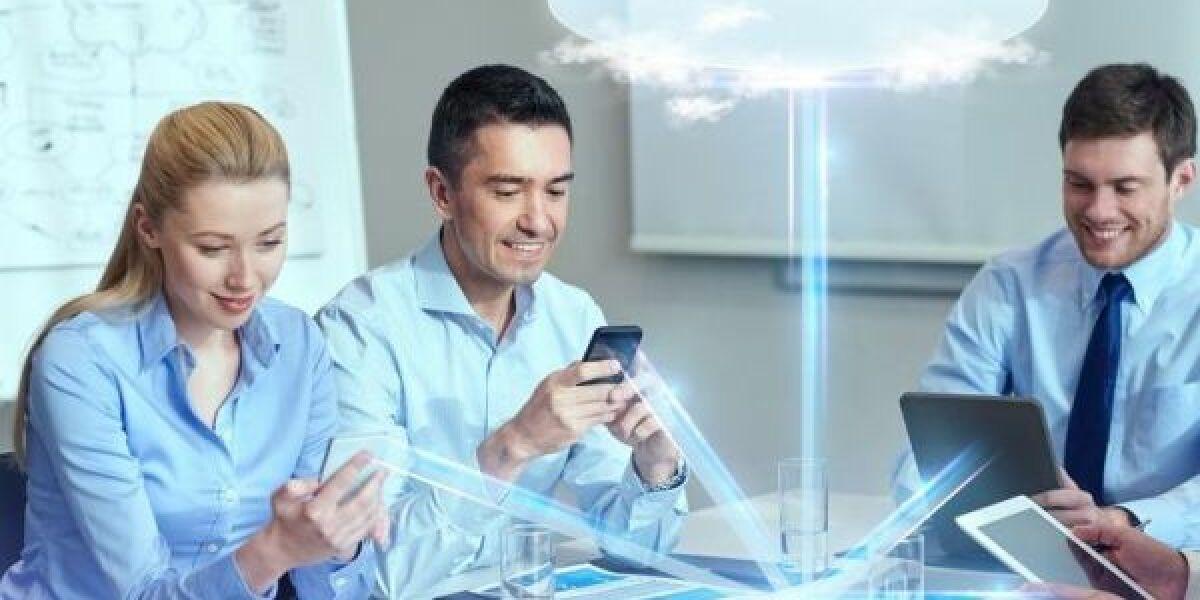 Nutzer mit Devices und Cloud