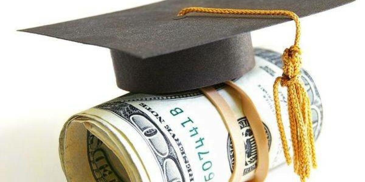 Doktorhut mit Geldbündel Stipendium