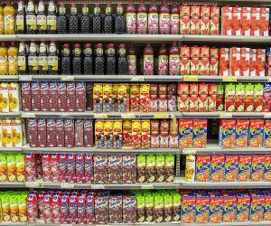 Getränke im Supermarktregal