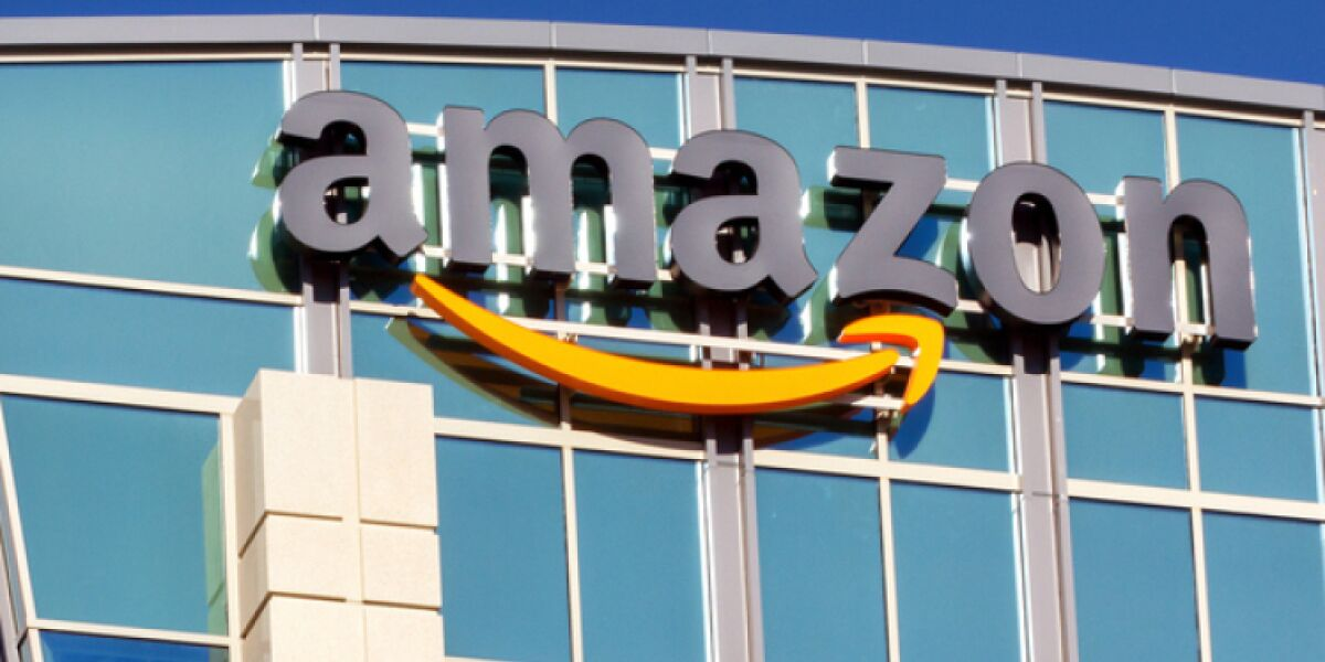 Amazon-Logo auf Gebäude
