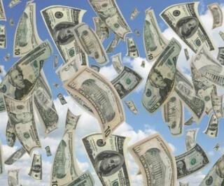 Dollarscheine fallen vom Himmel