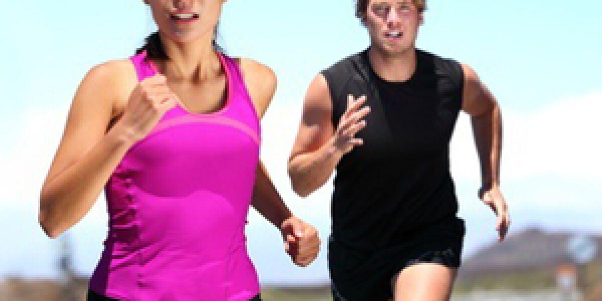 Frau und Mann laufen