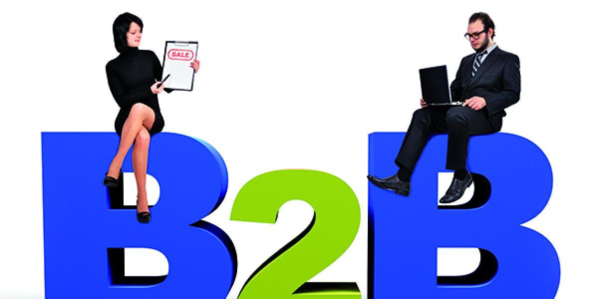 Personen sitzen auf B2B-Schriftsteinen