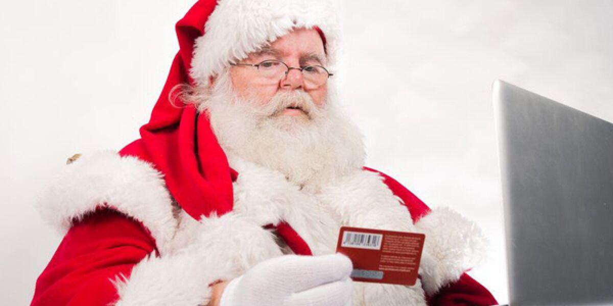 Weihnachtsmann beim Online-Shopping