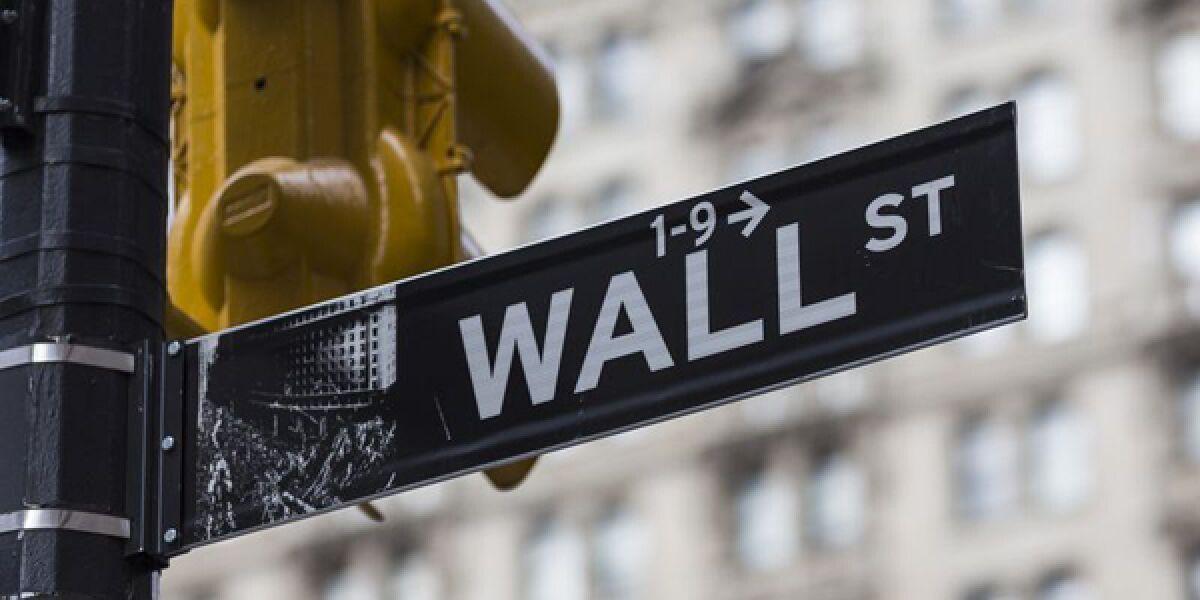 Straßenschild an der Wall Street in New York