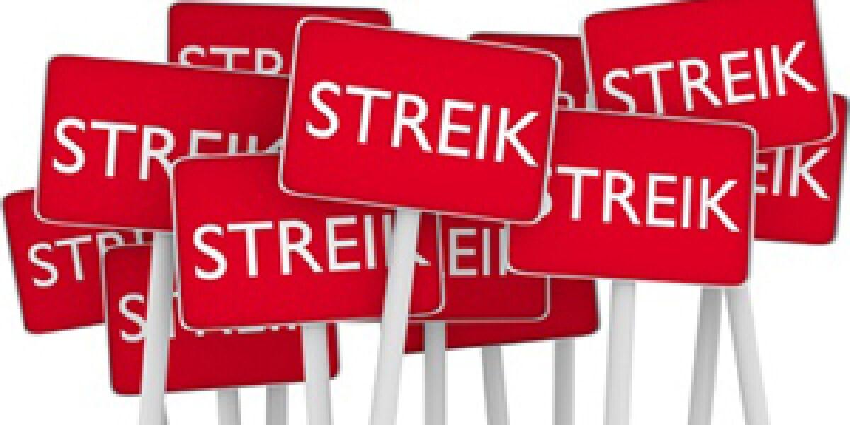 Schilder auf denen Streik steht