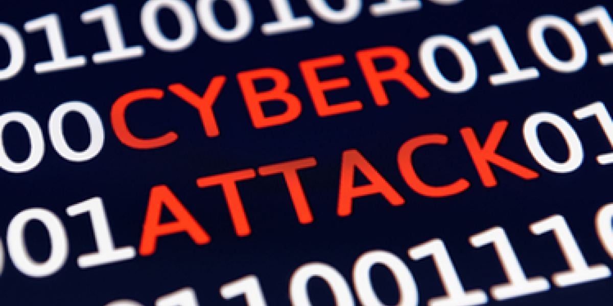 Cyber Attack Schrift mit Einsen und Nullen