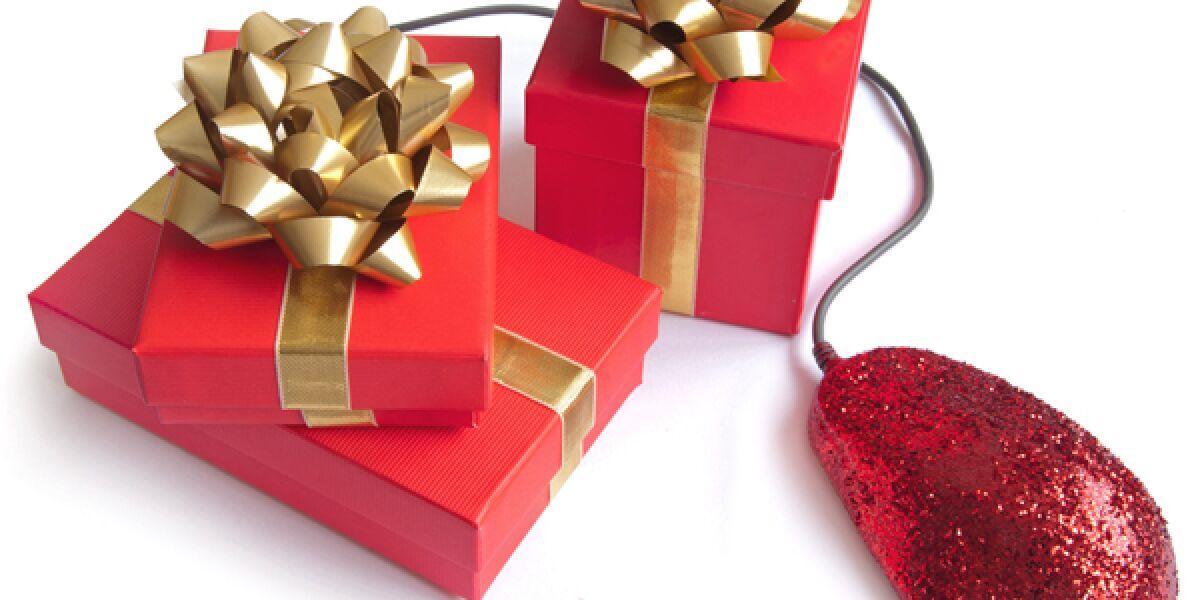 Maus mit Weihnachtsgeschenken