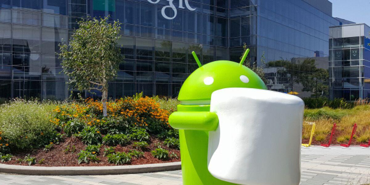 Android-Figur vor Google-Gebäude