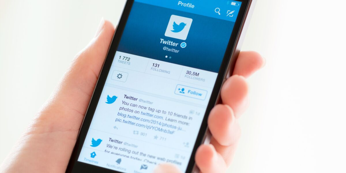 Smartphone mit Twitter App