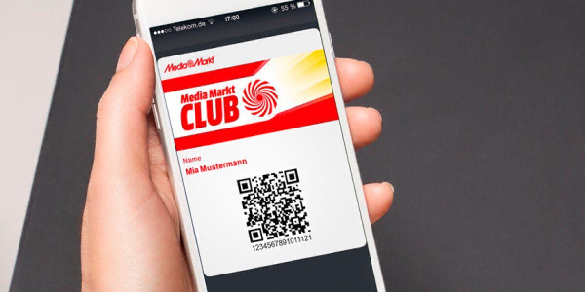 Hand-mit-Smartphone-und-App