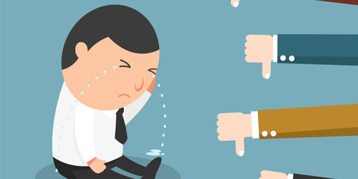 Mann weint wegen Social Media Fehlern